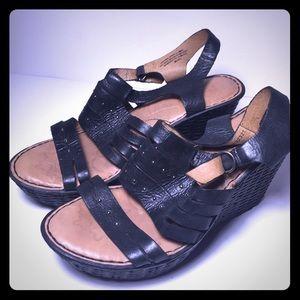 Born women's wedge sandals